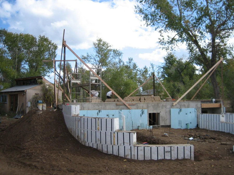 Curved foundation walls are no problem.